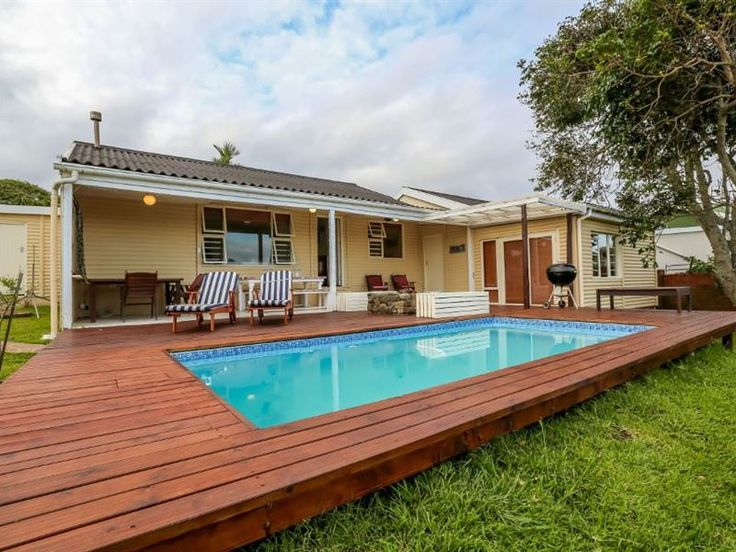 Winterstrand Cottage - Winterstrand Cottage is located in the quiet seaside village of Winterstrand. This cottage can accommodate up to 10 guests and features a fully equipped kitchen with a microwave, an oven, a gas stove, ... #weekendgetaways #eastlondon #sunshinecoast #southafrica