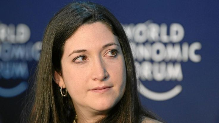 Randi Zuckerberg is upset that an acquaintance published a pic of the Zuckerbergs on Twitter that was intended for Zuckerberg's Facebook friends.