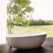 Henry Pulcher Boheme XL 170 fritstående badekar Bad og Stil Henry Pulcher Boheme XL 170 fritstående badekar Bad og Stil   SPAR 20.501 DKK  Mål: 170 x 88 x 56h cm.  Boheme XL 170 er klassisk nymoderne design, inspireret af ægget og udført som støbt stenkar.  Vi yder 10 års garanti på materialet.