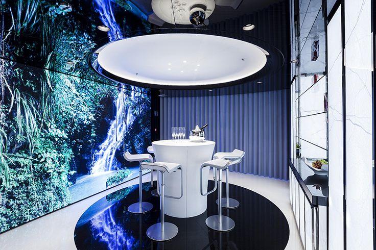 Потрясающий черно-белый интерьер яхты MySky http://idesign.today/dizajn-interiera/interer-yaxty