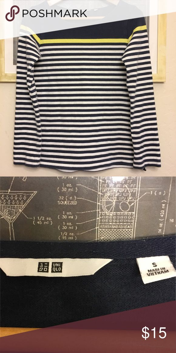 UNIQLO - blue stripped shirt Preloved long sleeve uniqlo top. Good condition. This is a long sleeve shirt, with slightly heavier fabric giving it a mixed feel between sweatshirt and shirt. Absolutely flattering and beautiful for fall-spring Uniqlo Tops Tees - Long Sleeve