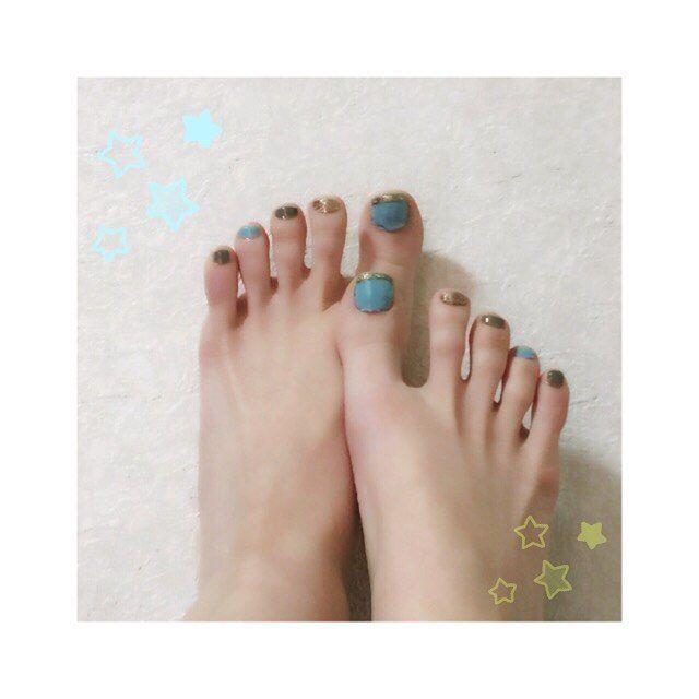 ・ ペディキュアチェンジ〜💅体調良くなかったので気分転換に♡セルフです💦 ・ #pedicure #manicure #nails #nail #nailstagram #selfnail #blue #gold #lame #olive #green #ペディキュア #マニキュア #ネイル #セルフネイル #水色 #ゴールド #グリーン #オリーブカラー #ラメ #skyblue #lightblue #grassgreen #leafgreen #horizonblue
