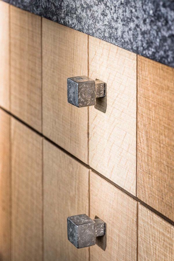 Dauby meubelbeslag in houten keuken