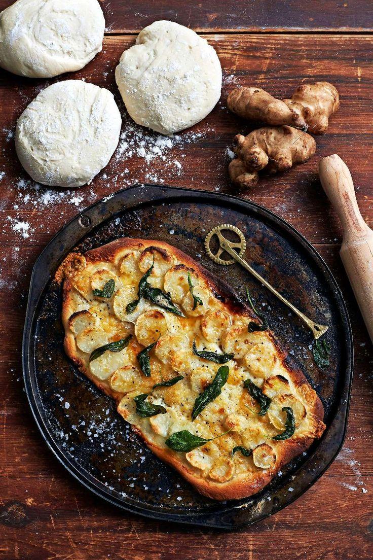 Tänk att några knölar och en näve örtblad kan göra en så fantastisk pizza! Foto Lennart Weibull. http://www.lantliv.com/mat-vin/pizza-med-jordartskocka-salvia/