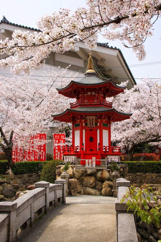 Shitennō-ji, Osaka http://abnb.me/e/1Bw4yfnlSC