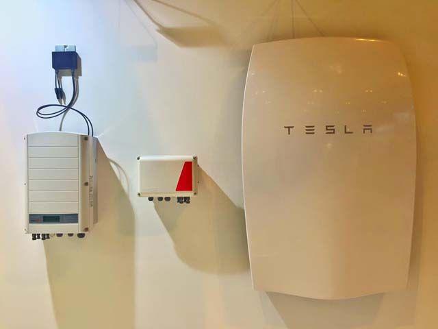 La batería de Tesla para el hogar ya demuestra sus grandes ahorros. Hasta un 90% en combinación con una instalación fotovoltaica.