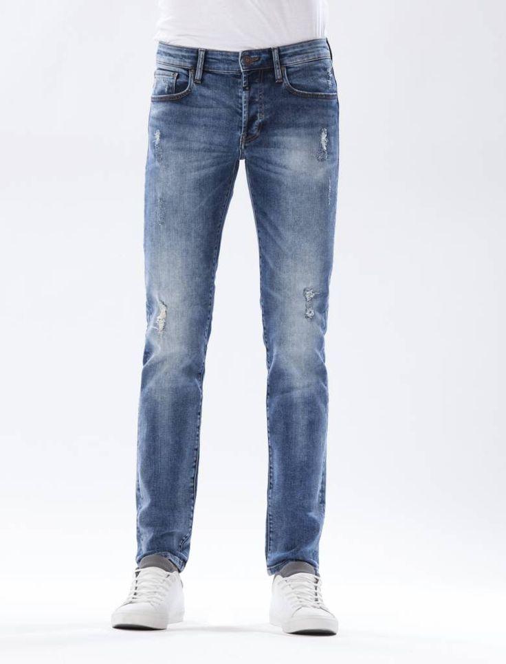 Jason Medium Blue Ripped Jeans  Description: Cup of Joe is a denim label dat zich sinds jaar en dag laat inspireren door de fijne dingen des levens. COJ beschouwt jeans in navolging van bijvoorbeeld een kop koffie als een daily essential. Iets waar we in ons dagelijks bestaan dus niet zonder kunnen. Vandaar ook het grote aantal varianten in de shop.COJ maakt gebruik van innovatieve behandelmethodes om unieke eigentijdse looks te kunnen creëren. Denk aan gerafelde texturen bijzondere…