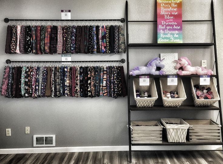 LuLaRoe Leggings display