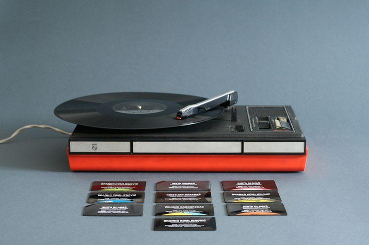 古いレコードを使って「名刺」を制作、レコードに刻まれた音を聴くことも可能な「名刺」が登場 - amass