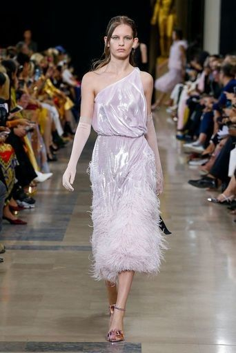 f2019177bd Pin by Mimi Sarmiento on Ready-To-Wear | Fashion, How to wear, Sneakers  fashion