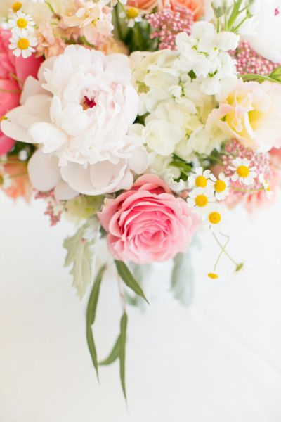 Summer inspired florals via Style Me Pretty.
