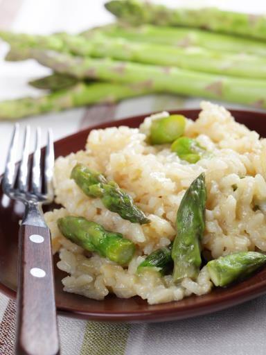Risotto aux asperges rapide : Recette de Risotto aux asperges : riz à risotto, asperges, bouillon, parmesan