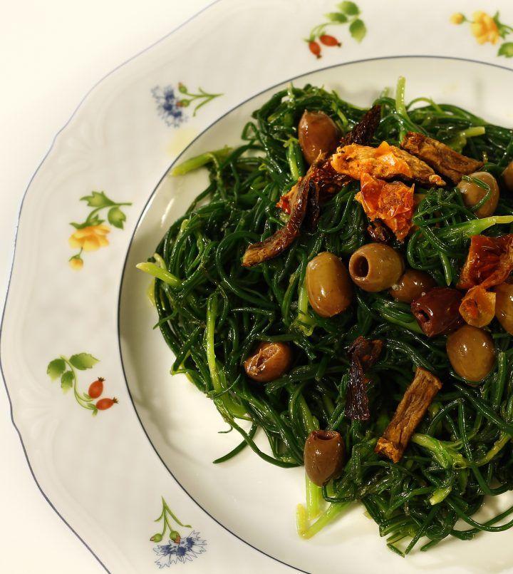 Agretti con pomodori secchi e olive taggiasche