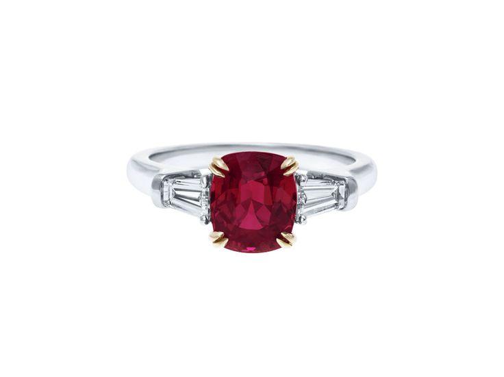 L'anello di fidanzamento per ogni segno zodiacale - Grazia.it SCORPIONE Segno del mistero, è passionale e perspicace. Creativo per eccellenza, vanta un fascino a tratti… diabolico. L'anello ideale? D'ispirazione vintage, con una storia o un significato. E con la pietra benefica di questo segno, il rubino.