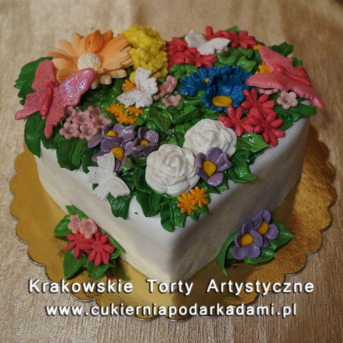 217. Tort w kształcie serca z kwiatami. Heart cake with flowers.
