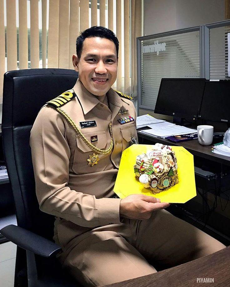 Festive season is coming!!! 🍰🎉🎄 #cake #xmas #thaiguy #thainavy #uniform #office #bangkok #thailand