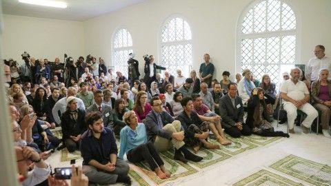 schwuler Iman leitet Gebet in Berliner liberalen Moschee: Der Franzose lebt in einer gleichgeschlechtlichen Ehe und hat selbst eine liberale Moschee in Paris gegründet.