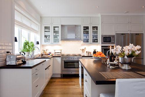 Modernt premium kök i ett New England hus A2140. #NewEngland #arkitektritat #sverige #Beach #Kitchen