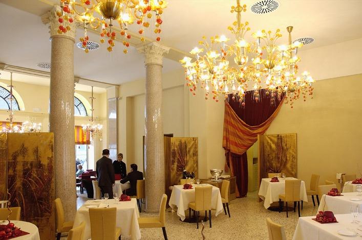 Teatro #LaScala di #Milano, Italy hosts original Vetro Artistico® Murano http://demajoilluminazione.com