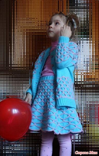 Комплект связан в технике КЛОКЕ. Схем нет, весь костюм полностью моя импровизация.  Пряжу использовала двух цветов.  Детский каприз от Пехорки, 50 на 50 мериносовая шерсть и фибра 50 гр.