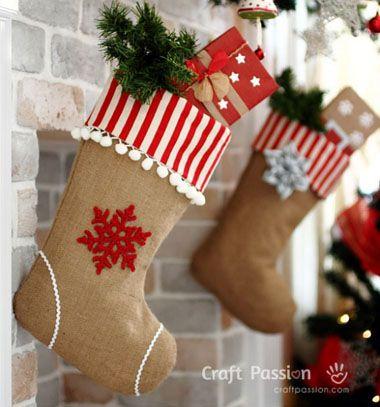 Burlap Christmas stockings // Karácsonyi zoknik zsákvászonból //  Mindy -  creative craft ideas // #christmascrafts #christmasgifts #christmas #crafts #gifts #christmasdecor #diy #kreatívötletek #karácsony #csináldmagad #hobbi #kézműves
