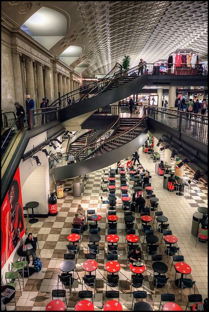 Washington DC Union Station is like a city in it's own with all the shops and cafe's. Stayed at a Hotel walking distance from here.