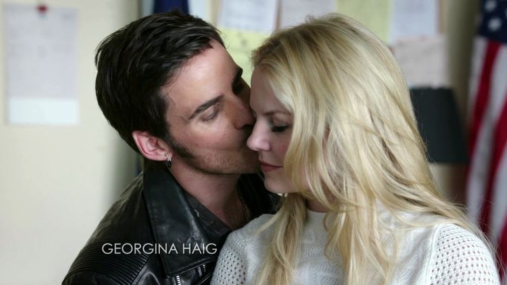 once upon a time hook and emma kiss season 4 Once upon a time (season 4) list of once upon a time episodes fall is the tenth episode of the fourth season of the american fantasy drama series once upon a time, which aired on november 30, 2014 in this episode, belle and the fairies work on an antidote emma and elsa hook comes in, stating that he had to see emma one last time and the two.