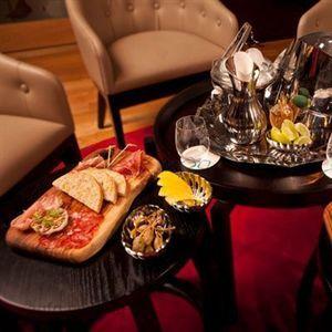 Iceworks Restaurant Bar & Lounge