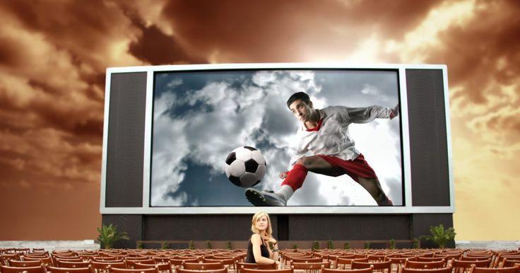 Filmes sobre futebol. O futebol é uma paixão nacional e arranca choro e risos de seus admiradores, não só dentro dos campos, mas também nas comoventes histórias de filmes, sejam elas inspiradas nos ídolos do esporte ou pura ficção. Confira alguns filmes, nacionais e estrangeiros, que incluem em seu roteiro a paixão e a emoção do esporte que faz ...