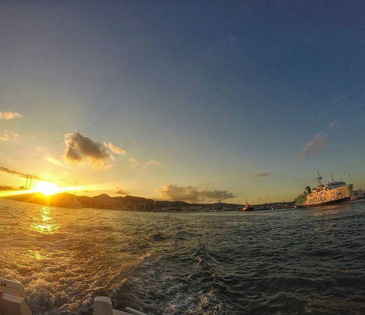 @duasmalasnaestrada -  Que tal um fim de tarde assim com esse pôr-do-sol no mar de Ibiza?  . . #ibiza #espanha #spain #islasbaleares #baleares #sunset #gopro #goprohero #melhoresdestinos #vaipraonde #loucosporviagem #dicasdeviagem #vamospraonde #amoviajar #viajarfazbem #mochileiros #viajarépreciso #destinosimperdiveis #mochilando #passeandoalimpo #sobrelugares #aquelasuaviagem #essemundoenosso #meusroteirosdeviagem #bemvindosabordo #falandodeviagem #nosnatrip #prefiroviajar #fantrip…