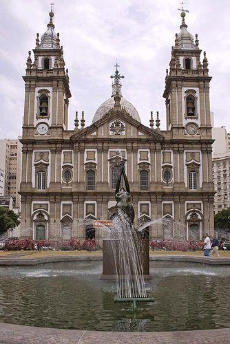 A Igreja da Candelária - no centro financeiro do Rio de Janeiro.