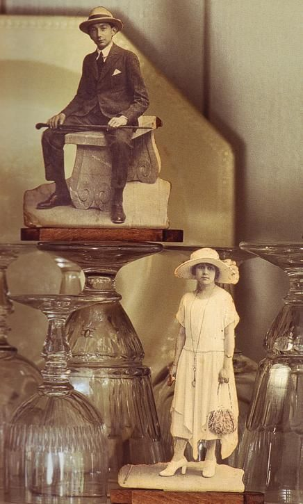 What a great way to display your family history. There is no tutorial, only an image, but is a great idea.