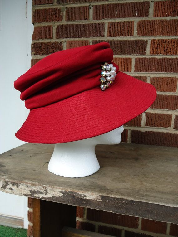 vintage hat / vintage red Dana Marte Originale How beautiful this would look for the holiday season.  Or any day!