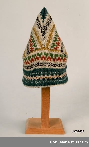 Knitted hat in so-called Pixie Model, a peaked hat with crossed seams in the back. Design by Anna-Lisa Mannheimer Lunn for Bohus Stickning