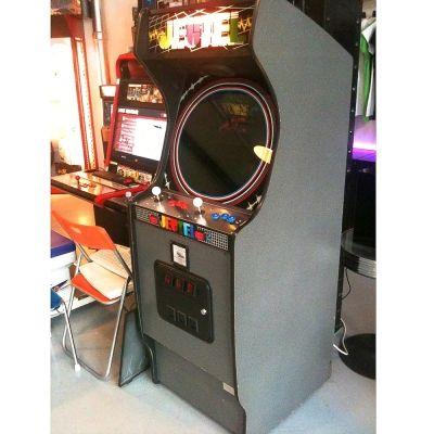 1000 id es sur le th me jeux d 39 arcade sur pinterest machine d 39 arcade ann es 80 et envahisseur. Black Bedroom Furniture Sets. Home Design Ideas