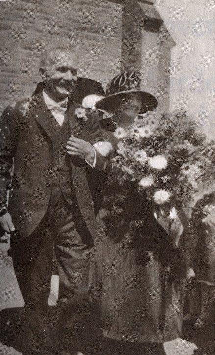 Cornelis Jacob Langenhoven (13 Augustus 1873 - 15 Julie 1932) was 'n Suid-Afrikaanse skrywer, redakteur en politikus. Hy het as skrywersname C.J. Langenhoven en Sagmoedige Neelsie gebruik. Sy rol in die Afrikaanse literatuur en kultuurgeskiedenis was formidabel. Langenhoven is gebore in 1873 op Hoeko, Ladismith. Hy het later verhuis na Oudtshoorn en het uiteindelik hul bekendste burger geword.