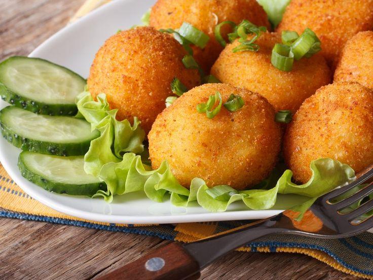 Le mozzarelle fritte sono un antipasto sfizioso e facilissimo da preparare, ottimo per dei buffet di antipasti o per un aperitivo