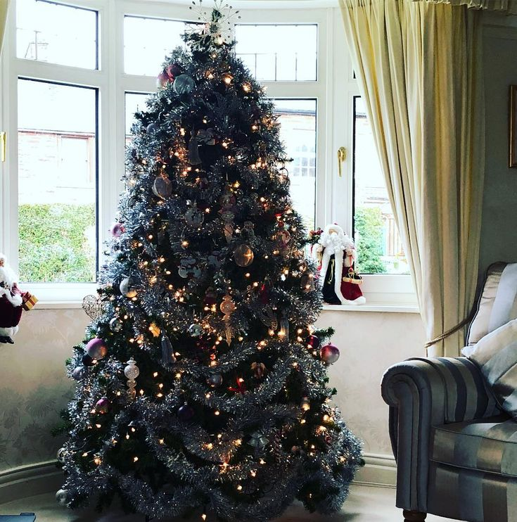 Happy Christmas Eve let family times begin     #christmastree #christmas #christmaslights #christmasiscoming #christmastime #family #familytime #familytimes #letitsnow #tinsel #familychristmas #christmaseve #lakedistrict #christmasdecorations #christmasinthelakes #penrith #familylife