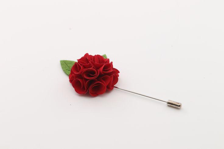 Dit rode kleine reversspeld trekt alle aandacht naar zicht toe en past op elke blazer.http://justmerried.luondo.nl/12137029/rode-kleine-reversspeld