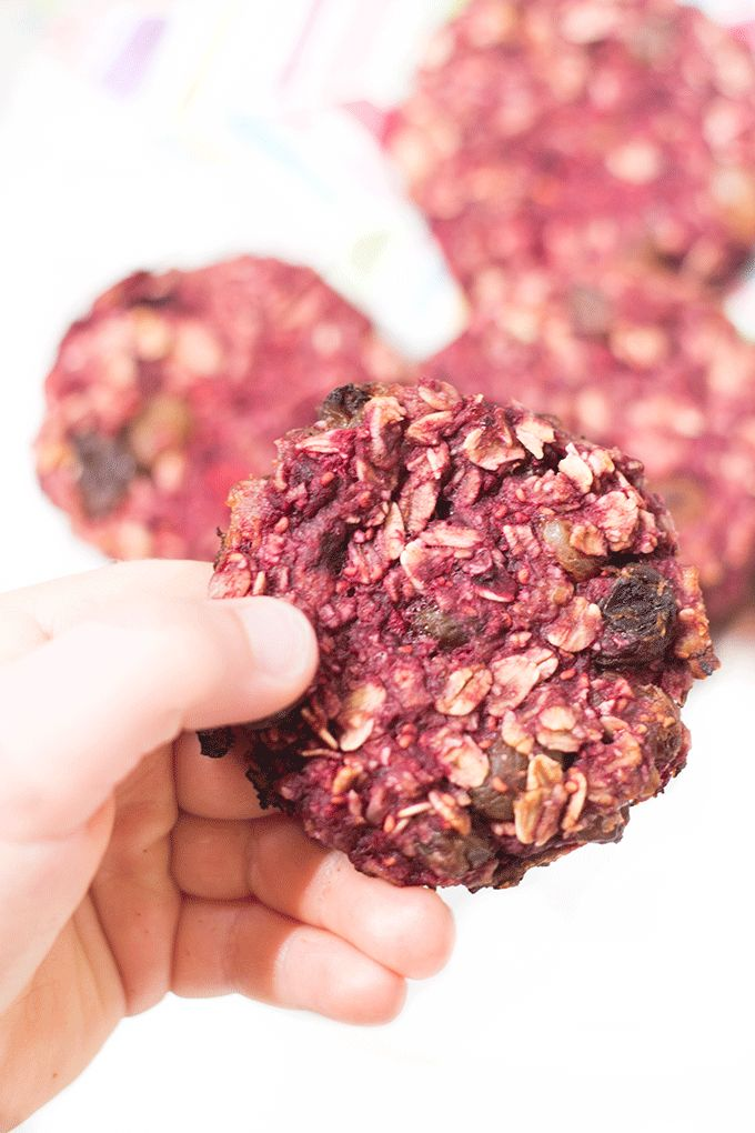 Raspberry Banana Cookies (no refined sugar and only 4 ingredients) @FoodBlogs