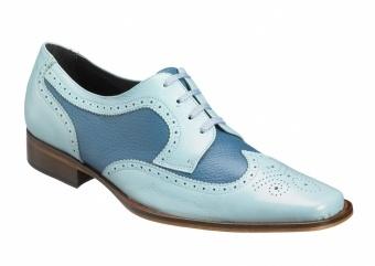 Blauwe Barok  Een verfijnde schoen waarin duidelijk de meesterhand van Pepe Milan is te herkennen. Sierlijke details geven de mooi combinerende tinten blauw klasse en stijl.