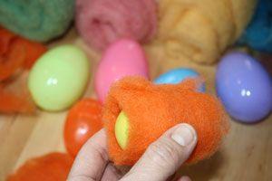 Wet Felting Easter Eggs | Free Felting Pattern & Tutorial | Living Felt