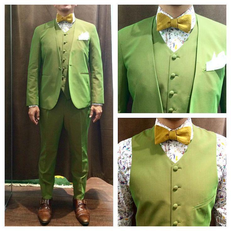 Green Suits  ハイアカウントコットンより全力でグリーンな1着。  向きによって色が変わる玉虫カラー。  ノーカラーのスリーピースにラウンドネックのベスト。  シャツはリバティのラウンドカラー。  T様 イタリアレポートお待ちしてます!  wedding photo…@lso_wd  #ライフスタイルオーダー#オーダースーツ目黒#目黒#テーラー#結婚式#カジュアルウエディング#結婚準備#新郎衣装#新郎#蝶ネクタイ#ノーカラースーツ#プレ花嫁  #lifestyleorder#japan#meguro#photooftheday#instagood#wedding#tailor#casualwedding#order#bowtie#greensuit#mensfashion#follow