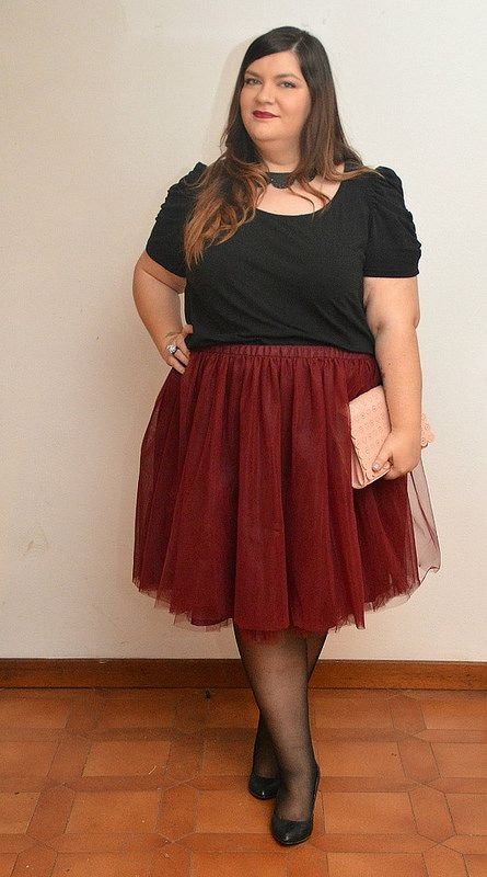 Miria -Plus Kawaii blogger- wearing my Burgundy tulle skirt. Custom item just for her <3 Isn't she beautiful?!