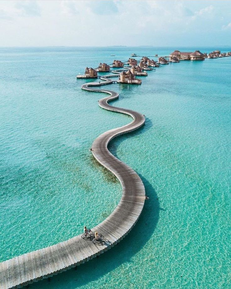 The road to paradise || Crystal clear days with @hilvees in the Maldives  #maldives #paradise #beachgold