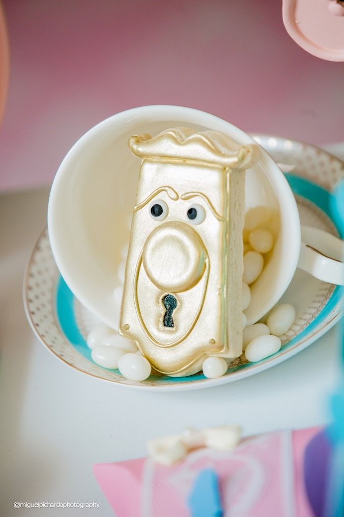 Alice in Wonderland door handle cookie from a Pastel Glam Alice in Wonderland Birthday Party on Kara's Party Ideas | KarasPartyIdeas.com (34)