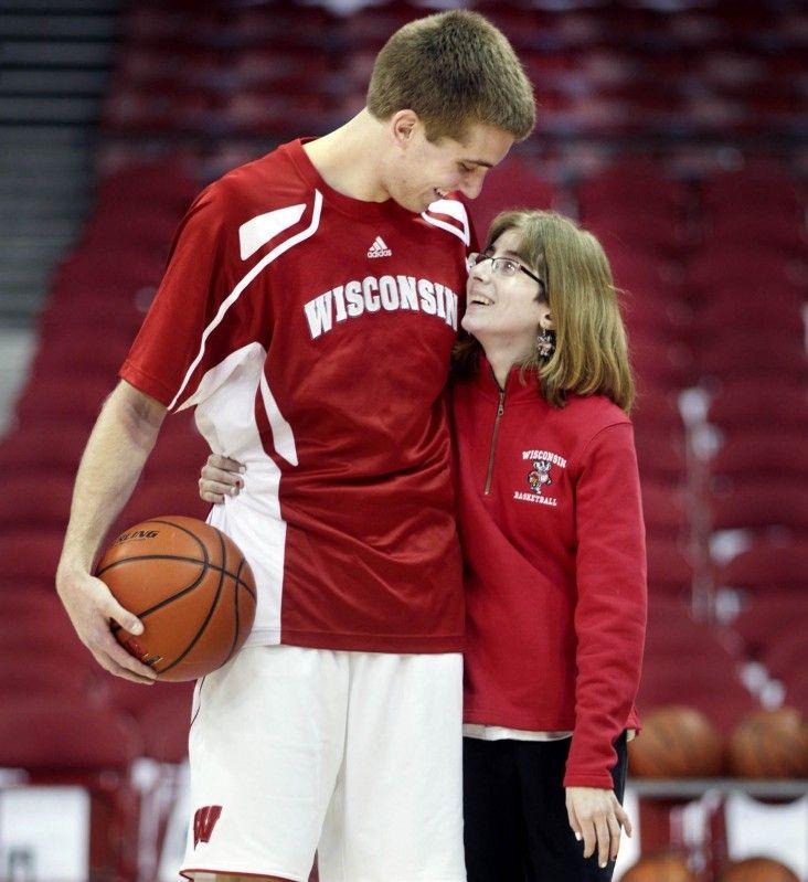 UW men's basketball: A sister's inspiration for Brett Valentyn : Sports