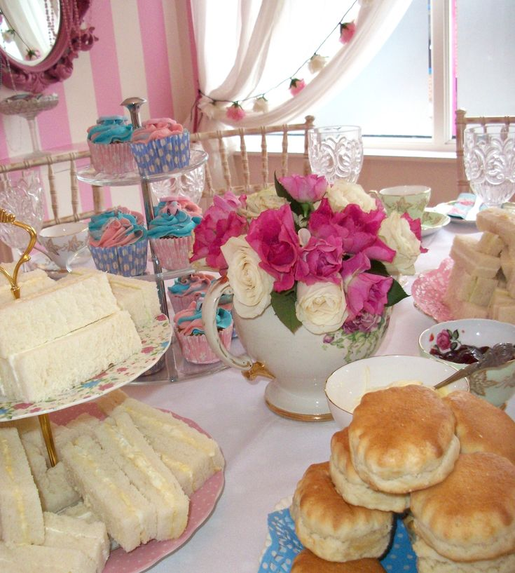 1000 images about tea house on pinterest tea cart for Afternoon tea decoration ideas