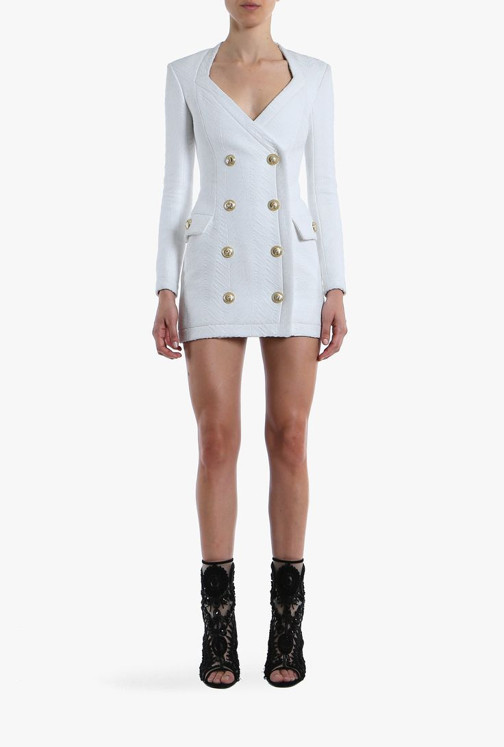 Key item of the collection, this cotton blend long-sleeved mini-dress is embellished with gold coloured engraved buttons. Easy to slip on thanks to a zip-fastening along back, we suggest you to team yours with a leather clutch and high heels.
