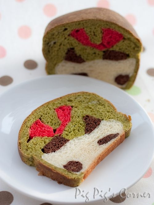 Too-cute-to-be-nommed Panda Bread!